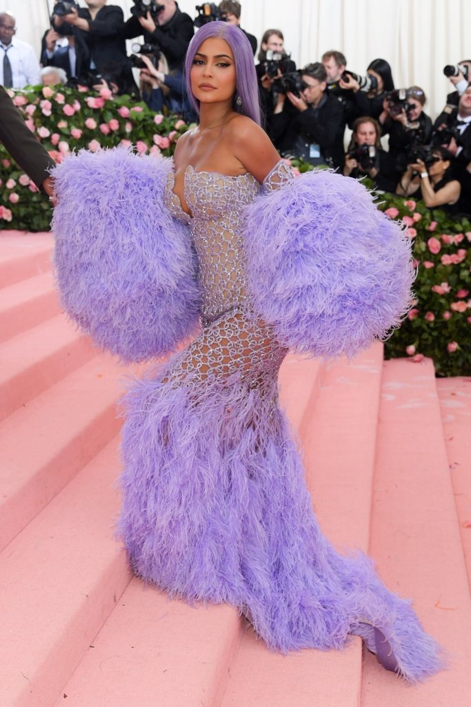 kylie jenner, versace dress, met gala 2019