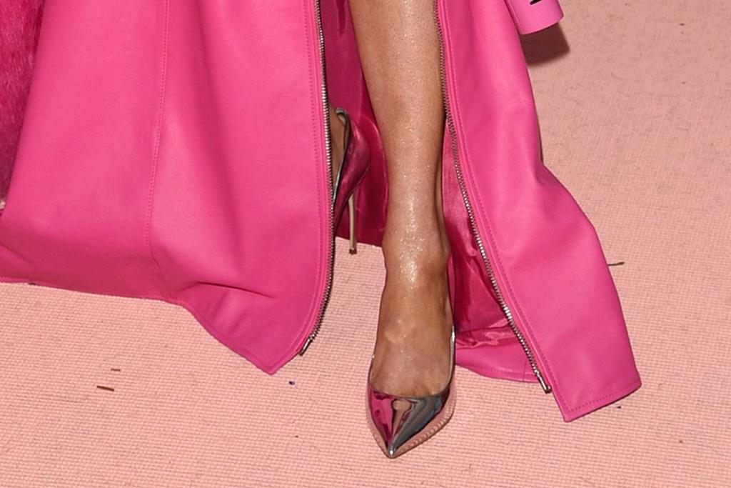 Kacey Musgraves, moschino, met gala 2019, barbie, metallic heels, aldo stessy shoes