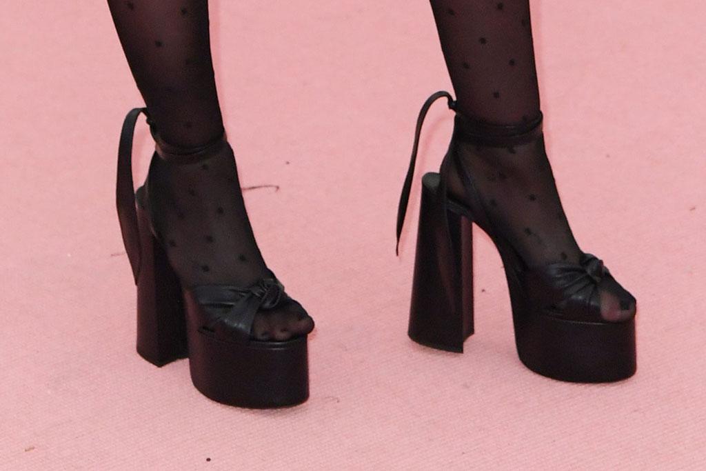 miley cyrus, sandals, saint laurent shoes, paige sandals, platform heel, met gala 2019, red carpet, celebrity style