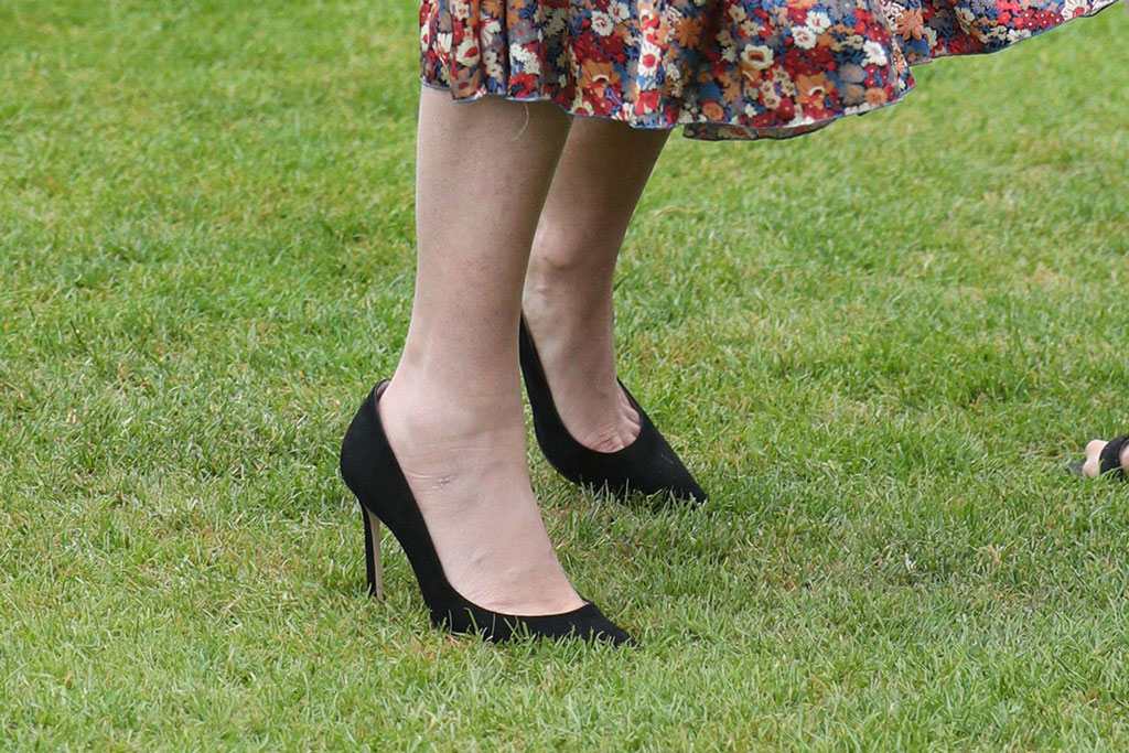 princess beatrice, queen elizabeth ii garden party, buckingham palace, may 2019, the vampires wife dress, black pumps, headband