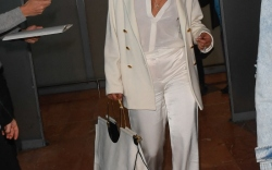 priyanka-chopra-all-white-nice-airport
