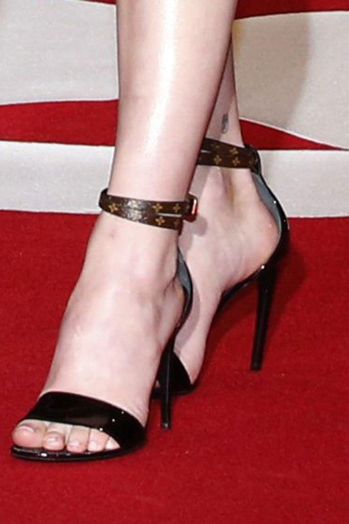 Sophie Turner, louis vuitton sandals, celebrity style, red carpet, x-men dark phoenix