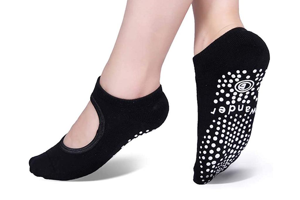 wander g, yoga socks