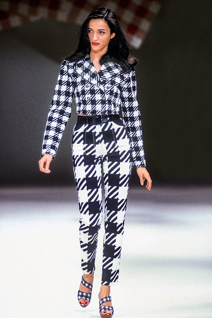 ALAÏA COLLECTION ÉTÉ 1991, Mannequin : Farida Khelfa.