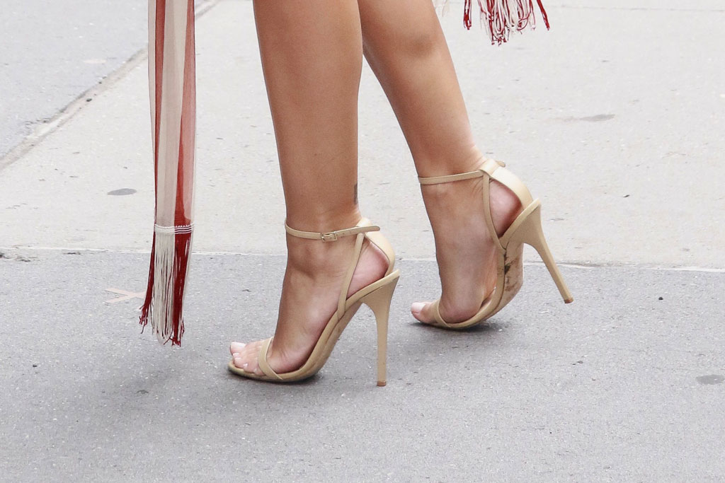 Emily Ratajkowski, jimmy choo minny sandals, celebrity style