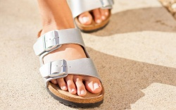 how-to-clean-birkenstocks