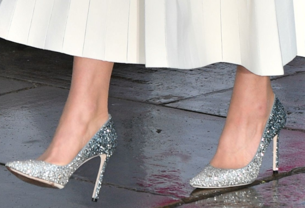 kate middleton, jimmy choo romy pumps in n silver and dusk blue fireball glitter dégradé