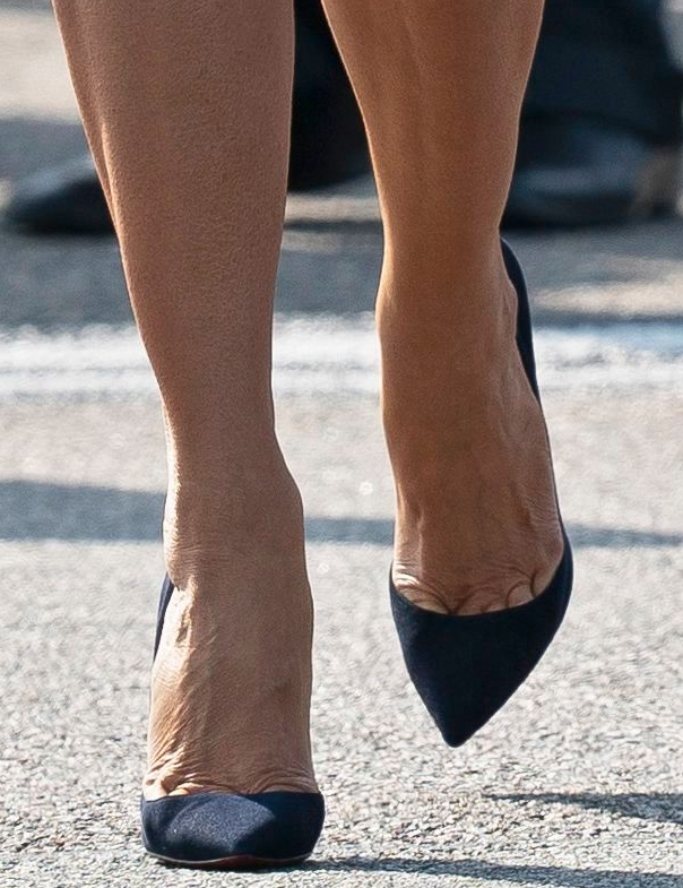 melania trump navy pumps