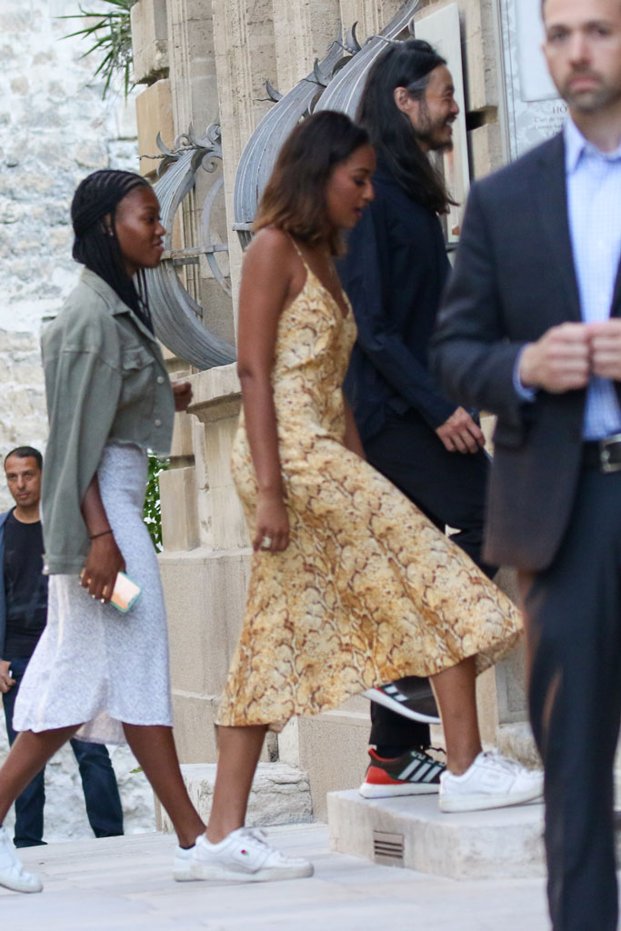 Sasha Obama, street style, avignon, france, snakeskin dress, white unif sneakers,