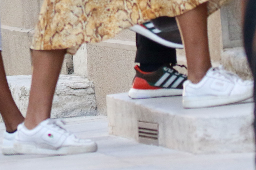 Sasha Obama, sneaker style, unif white sneakers with rose, avignon, france, vacation style