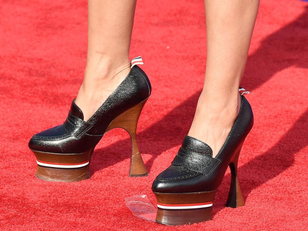 tessa thompson shoes, thom browne, red carpet