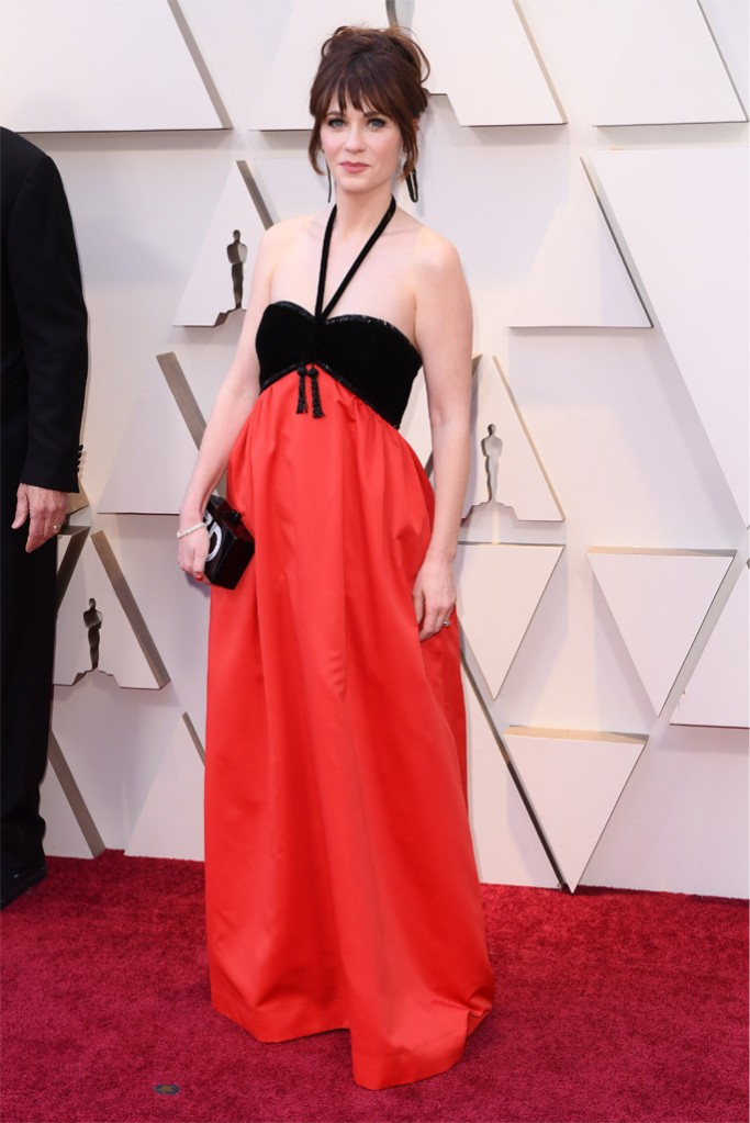Zooey Deschanel, Oscars, Red carpet, comfort style on the redcarpet, 2019 Oscars, black and red dress