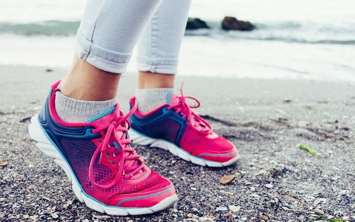 best-running-socks-women saucony