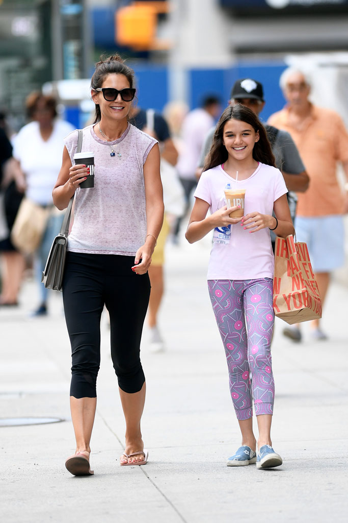 Katie Holmes, havaianas, flip-flops, New York city, celebrity shoe style, sandals, summer 2019, pedicure, celebrity feet, suri cruise, yoga, street style, slip-on sneakers