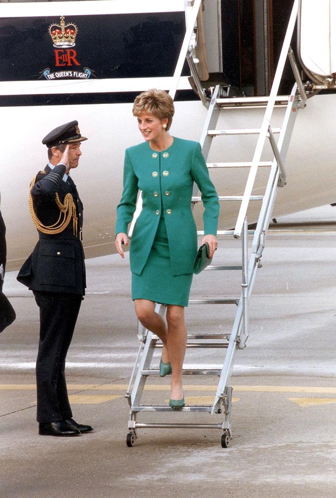 Princess Diana - 1992 Diana Arrives For Her Paris Visit....Diana Princess Of Wales - 1992 Diana Arrives For Her Paris Visit....