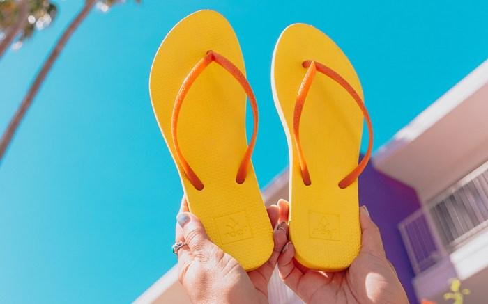 Reef flip-flop emoji