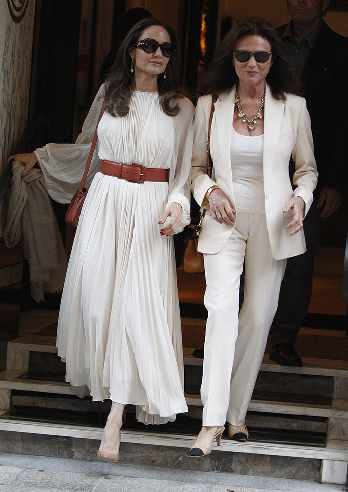 Angelina Jolie, Jacqueline Bisset