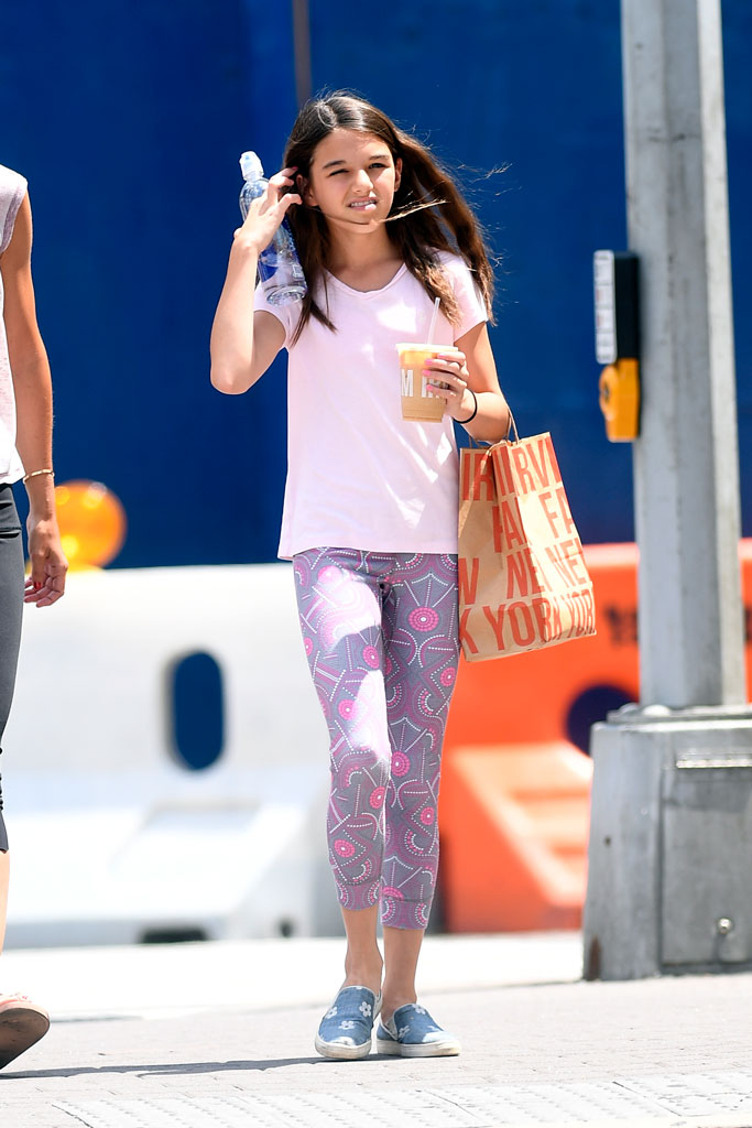 suri cruise, nyc, celebrity street style, teenager, July 2019, slip-on sneakers, cropped leggings, t-shirt, yoga