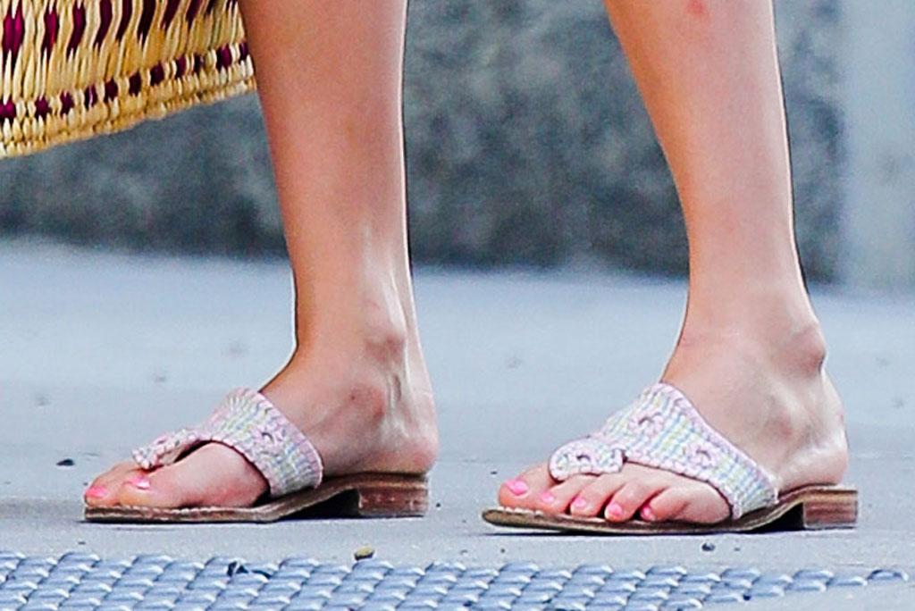 Suri Cruise, pedicure, jack rogers sandals, celebrity style, street style, July 2019