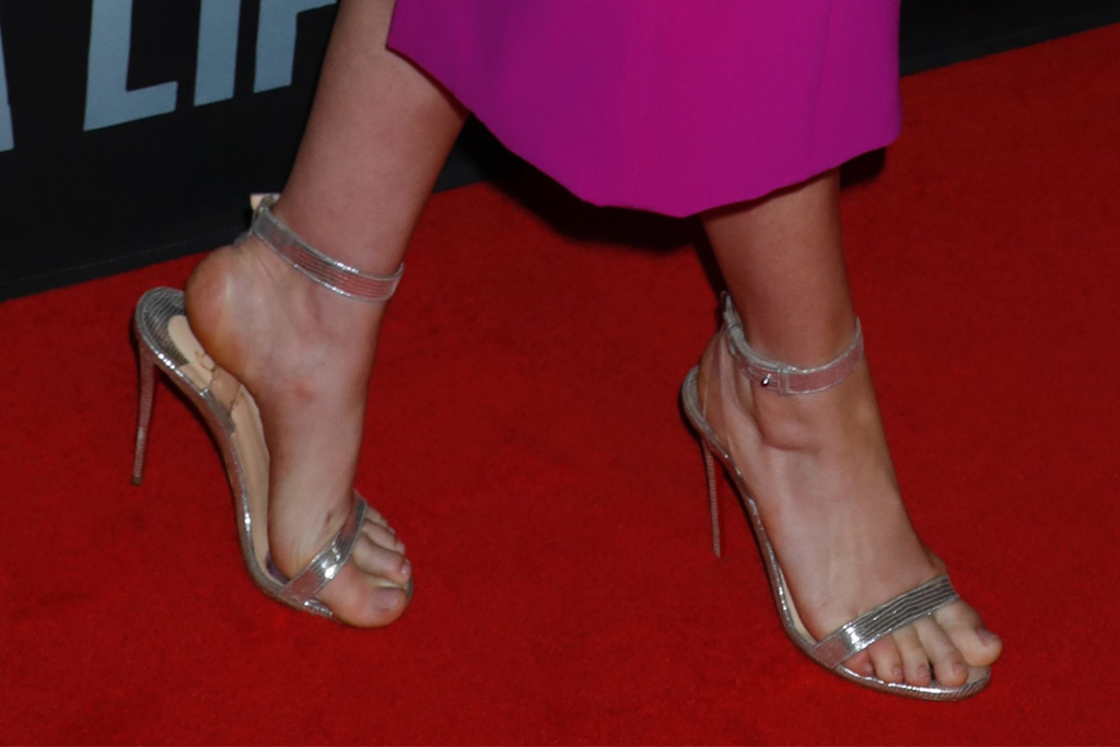 Sea Wall/A Life, opening night, broadway, anne hathaway, pregnant, pink dress, sandals