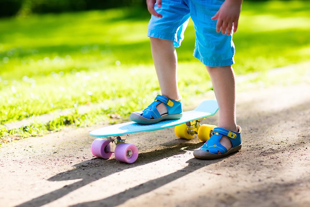 Best Girls Sport Sandals – Footwear News