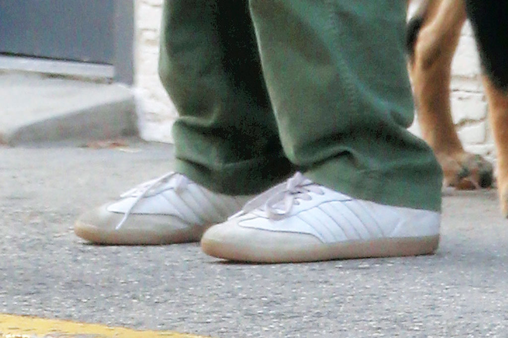 Emily ratajkowski, emrata, sneakers, celebrity shoe style, New York city,