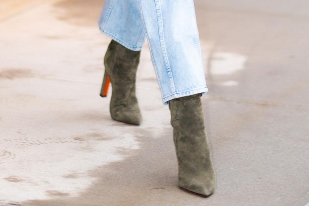 Gigi Hadid, US Open, august 2019, celebrity style, denim, double denim, jeans, suede boots, Louboutin, model,
