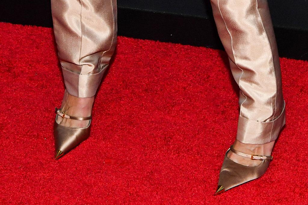 Gigi Hadid, celebrity style, red carpet, gold pumps, high heels, stiletto, MTV video music awards, Newark, New Jersey