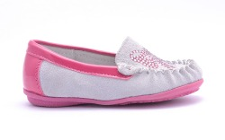 Children ballet shoes with bow isolated