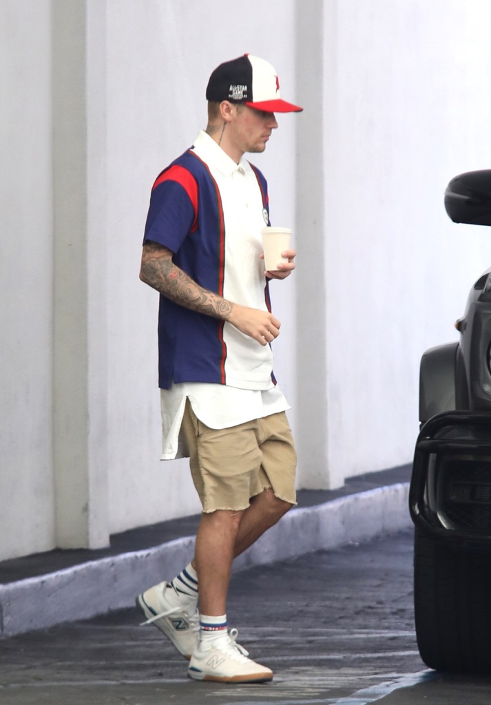 Justin Bieber, new balance sneakers, celebrity shoe style, and Hailey Bieber seen leaving a doctor appointment. 19 Aug 2019 Pictured: Justin Bieber, Hailey Bieber. Photo credit: APEX / MEGA TheMegaAgency.com +1 888 505 6342 (Mega Agency TagID: MEGA485171_011.jpg) [Photo via Mega Agency]