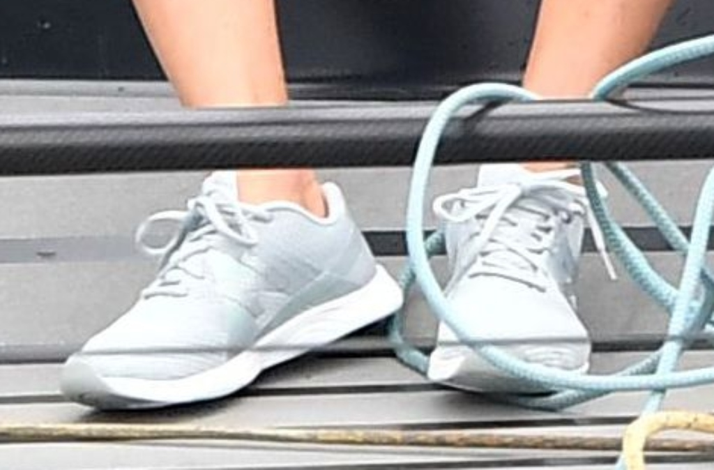 kate middleton, new balance grey sneakers