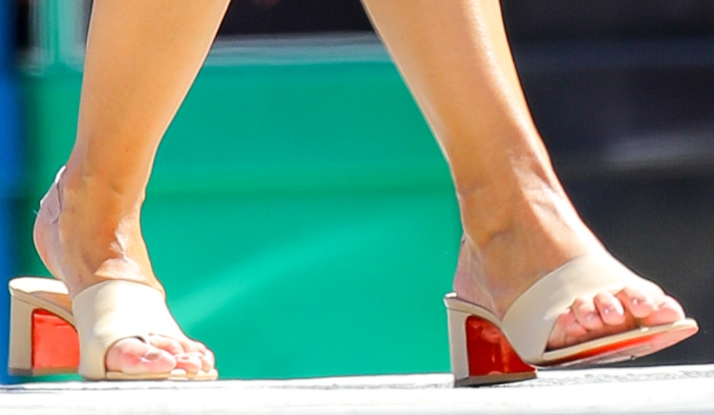 katie holmes, christian louboutin nude mules, big toe shoes