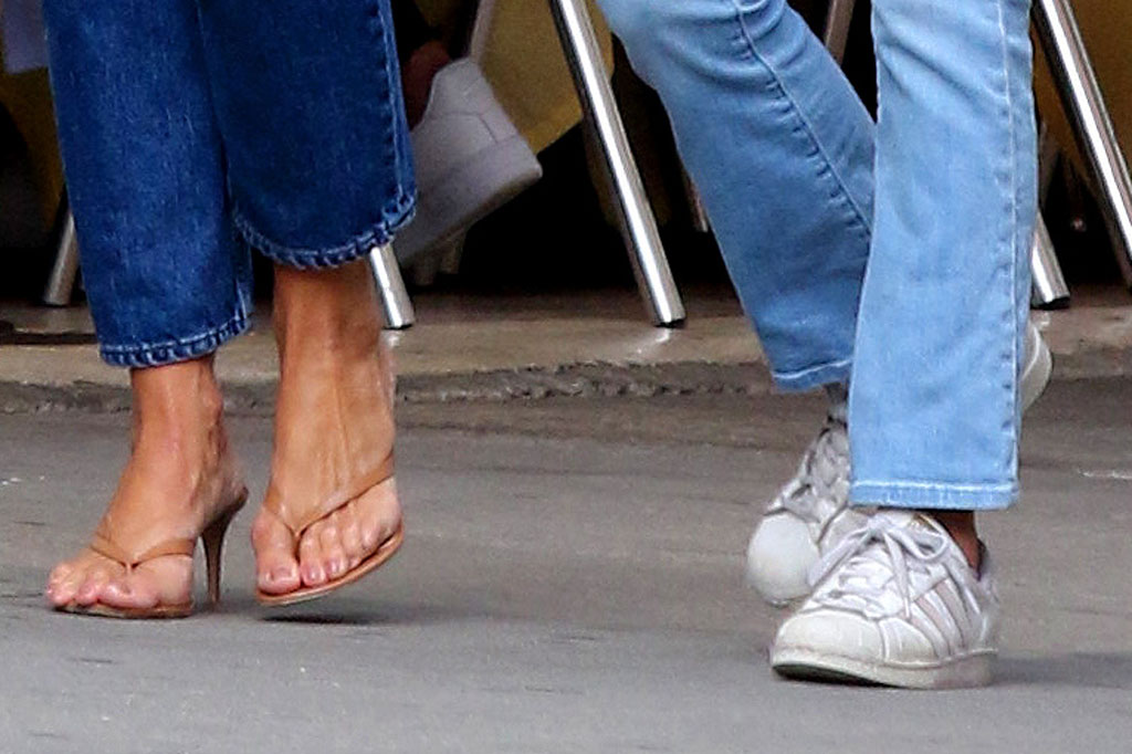 Katie holmes, suri cruise, shoe style, New York city, fashion, gianvito rossi sandals, thongs, high heels, heeled flip flops, pedicure, toes, feet, suri cruise, white sneakers, Adidas superstar
