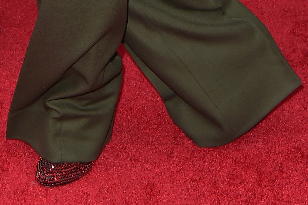 Marc Jacobs, men's heels, ruby slippers, shoe detail, olive green suit, Prada shoes, ruby slippers, red carpet, celebrity shoe style, 2019 MTV Video Music Awards Prudential Center, Newark, New Jersey. 26 Aug 2019 Pictured: Charly Defrancesco,Marc Jacobs. Photo credit: AXELLE/BAUER-GRIFFIN / MEGA TheMegaAgency.com +1 888 505 6342 (Mega Agency TagID: MEGA489485_019.jpg) [Photo via Mega Agency]