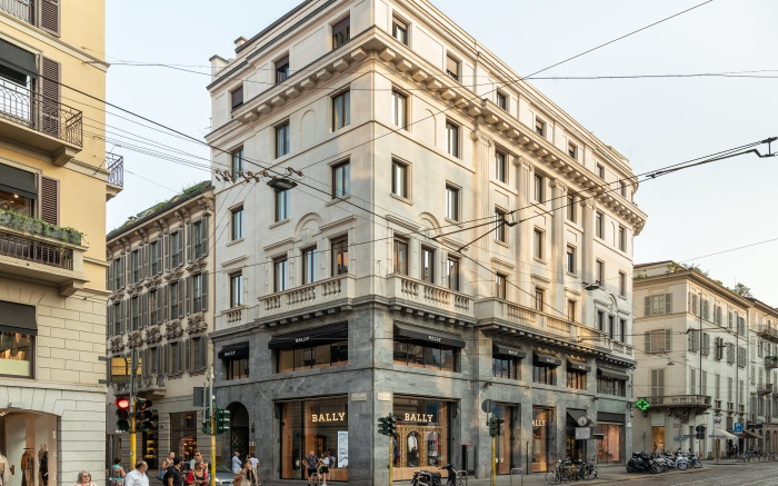 Milan Store Montenapoleone (4).jpg