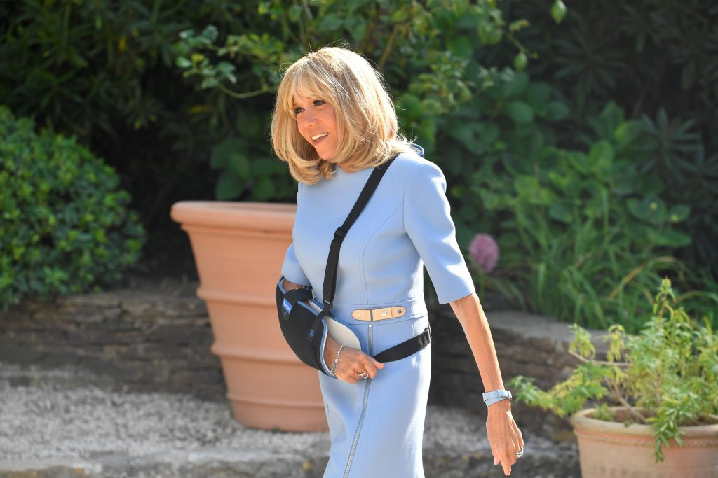 Brigitte Macron, sling, arm injury, MAXPPP OUTMandatory Credit: Photo by GERARD JULIEN/POOL/EPA-EFE/Shutterstock (10366360b)French first lady Brigitte Macron at the French President's summer retreat of the fort of Bregancon near the village of Bormes-les-Mimosas on France's Mediterranean coast in France, 19 August 2019. French President has invited his Russian counterpart Vladimir Putin for talks days before hosting the Group of Seven (G7) summit in French Bayonn (Biarritz) from 24 to 26 August 2019.Russian President Vladimir Putin visits France, Bormes-Les-Mimosas - 19 Aug 2019