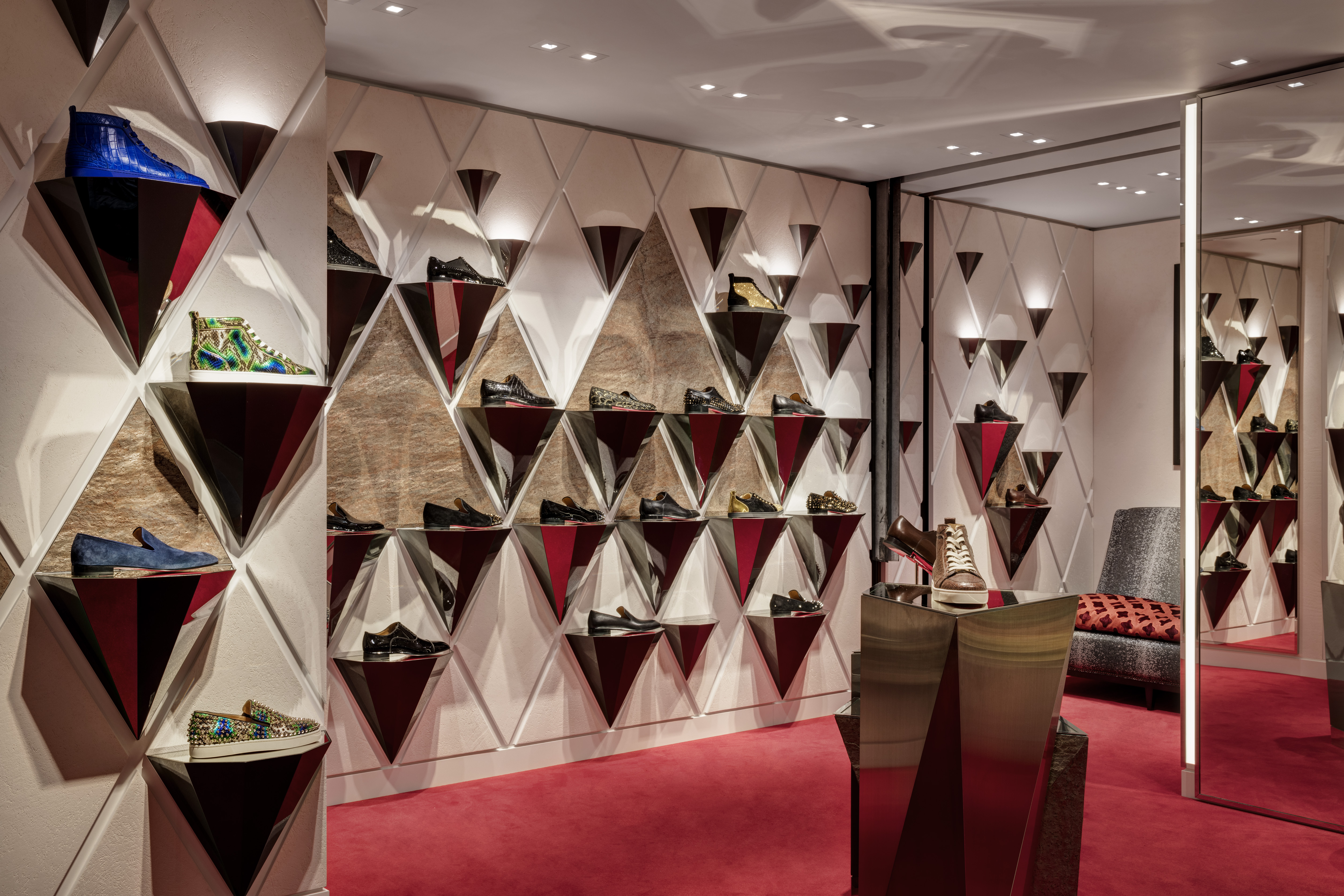 Store View. Christian Louboutin - Harrods, London, United Kingdom. Architect: N.a, 2016. Christian Louboutin - Harrods, London, United Kingdom. Architect: n.a, 2016.