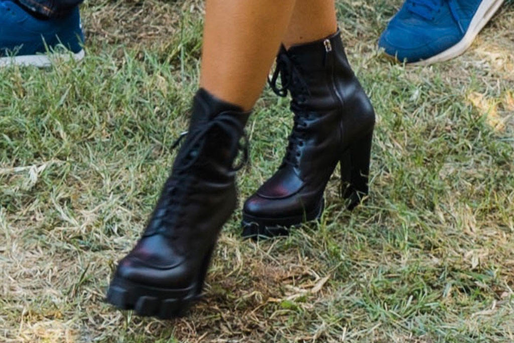 Beyoncé, black platform boots, celebrity style, shoes, made in America, fall shoe trends,