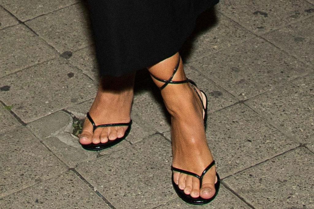 EmRata, Emily ratajkowski, pedicure, toes, celebrity style, thong sandals, heeled flip flops, tiff, uncut gems