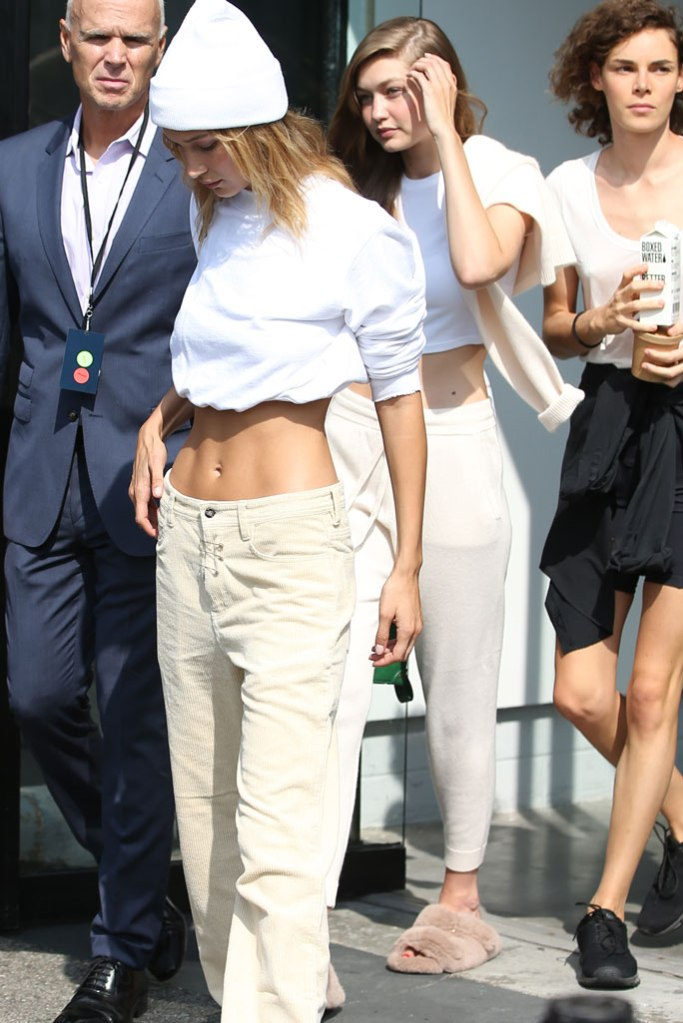 Gigi Hadid, New York fashion week, fluffy slippers, sweatpants, sweatsuit, crop top, abs, Bella hadid,