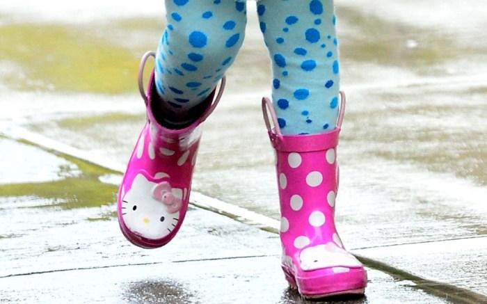 girls hello kitty rain boots