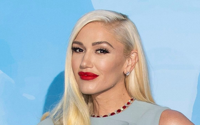 gwen-stefani-oceans-gala-blue-dress-2