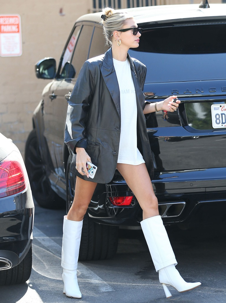 Hailey Baldwin, Jacquemus boots, celebrity style, legs, pantless, j brand x Elsa hosk jacket, leather blazer, Maison margiela t-shirt, Celine sunglasses, blond hair, bun, Socialite and model Hailey Rhode Bieber in white boots and jacket strolling in Beverly Hills, CA, USA.Pictured: Hailey Bieber,Hailey Rhode BieberRef: SPL5116455 170919 NON-EXCLUSIVEPicture by: ENT / SplashNews.comSplash News and PicturesLos Angeles: 310-821-2666New York: 212-619-2666London: +44 (0)20 7644 7656Berlin: +49 175 3764 166photodesk@splashnews.comWorld Rights, No France Rights, No Italy Rights, No Japan RightsSocialite and model Hailey Rhode Bieber in white boots and jacket strolling in Beverly Hills, CA, USA.Pictured: Hailey Bieber,Hailey Rhode BieberRef: SPL5116455 170919 NON-EXCLUSIVEPicture by: ENT / SplashNews.comSplash News and PicturesLos Angeles: 310-821-2666New York: 212-619-2666London: +44 (0)20 7644 7656Berlin: +49 175 3764 166photodesk@splashnews.comWorld Rights, No France Rights, No Italy Rights, No Japan Rights