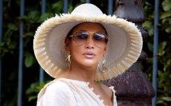 Jennifer Lopez, celebrity style, floppy hat,