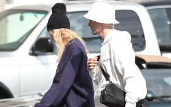 justin bieber, hailey baldwin, off-white sneakers,