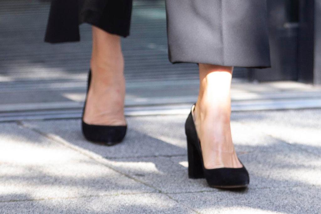 Kate Middleton, classic black pumps, block heels, shoe style, royals, London