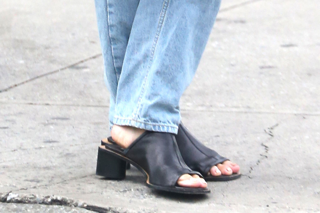 Katie Holmes, Acne Studios, sandals, mom mules, toes, pedicure, celebrity shoe style, street style, nyc