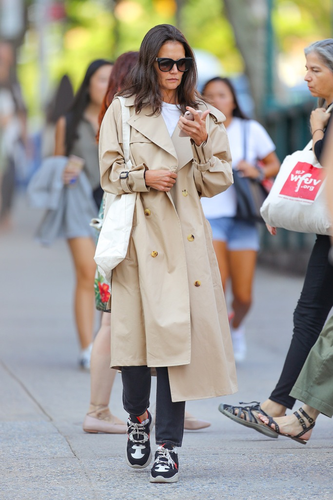 Katie Holmes, Isabel marant hiker sneakers, trench coat, t-shirt, skinny jeans, celebrity style, sunglasses, wore a trench coat for her first day back to college in New York City. After leaving, she went to Barnes and Noble to look for books.Pictured: Katie HolmesRef: SPL5112754 030919 NON-EXCLUSIVEPicture by: Felipe Ramales / SplashNews.comSplash News and PicturesLos Angeles: 310-821-2666New York: 212-619-2666London: 0207 644 7656Milan: +39 02 56567623photodesk@splashnews.comWorld Rights