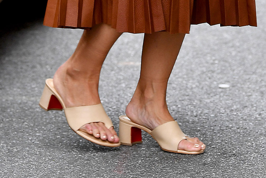 Katie Holmes, christian louboutin, mules, big-toe sandals, celebrity style, nyc, pedicure