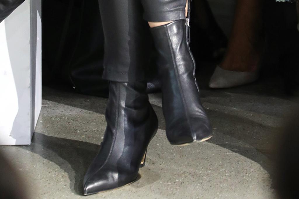 katie holmes, nyfw, elie tahari, jean jacekt, leather booties, black boots